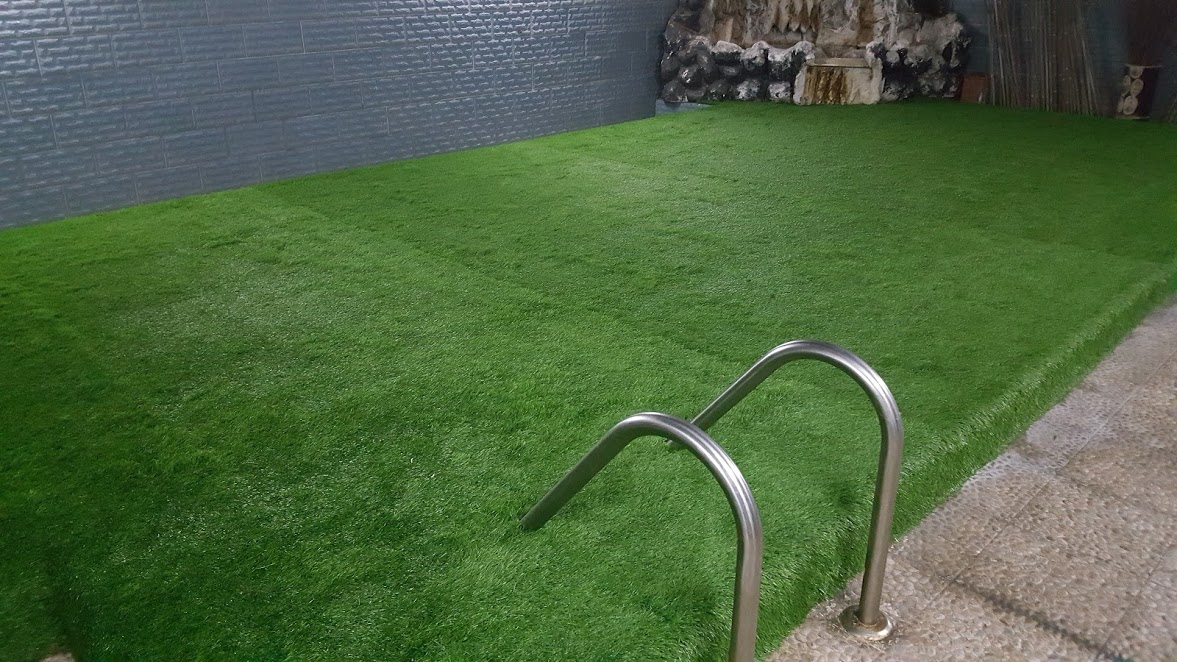 Artificial fake grass carpets in dubai