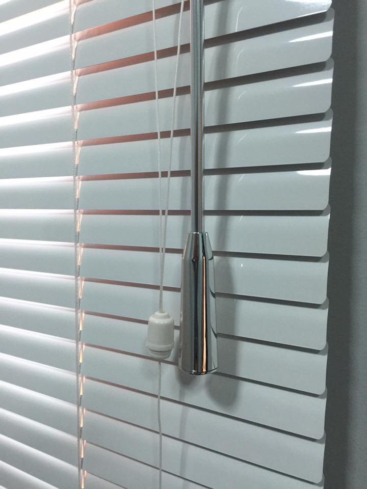venetian blinds in dubai for office windows