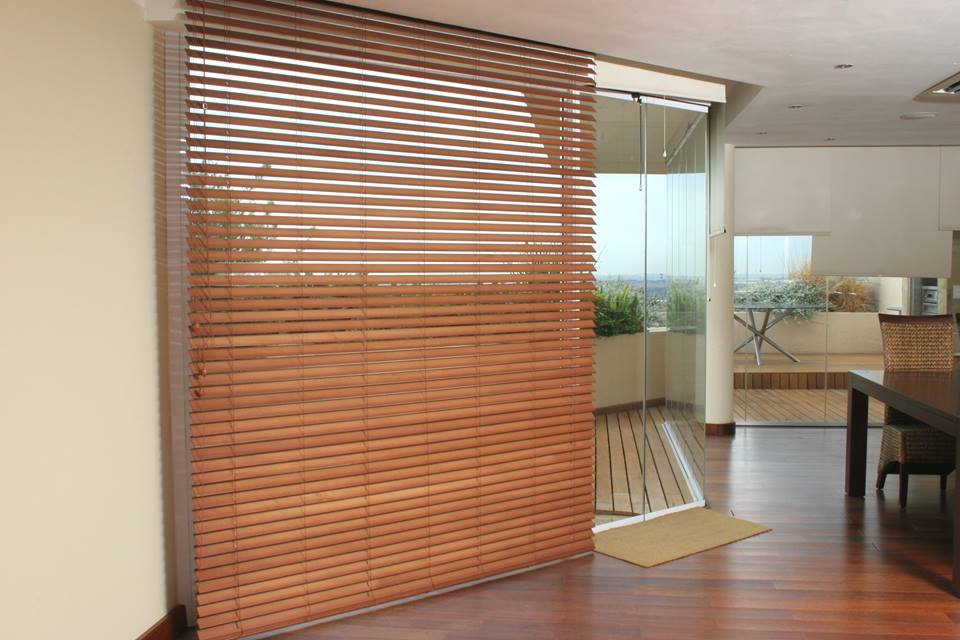 VENETIAN WOOD BLINDS FOR LIVING ROOM IN DUBAI